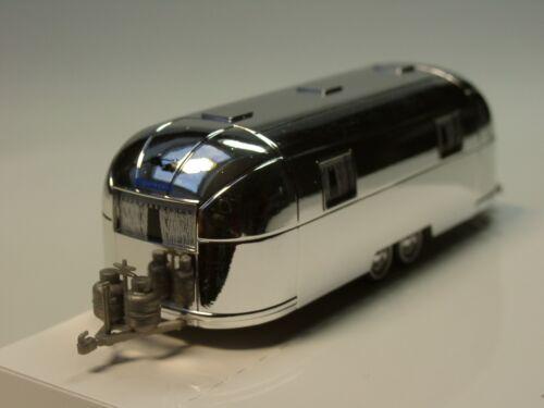Busch Airstream Wohnwagen 44982-1:87 chrom 2achs
