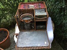 panier osier ancien anglais pique nique avec réchaud et boîtes