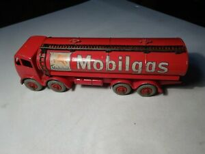 vintage DINKY TOYS FODEN 8 WHEEL MOBILGAS TANKER No. 941 made in England