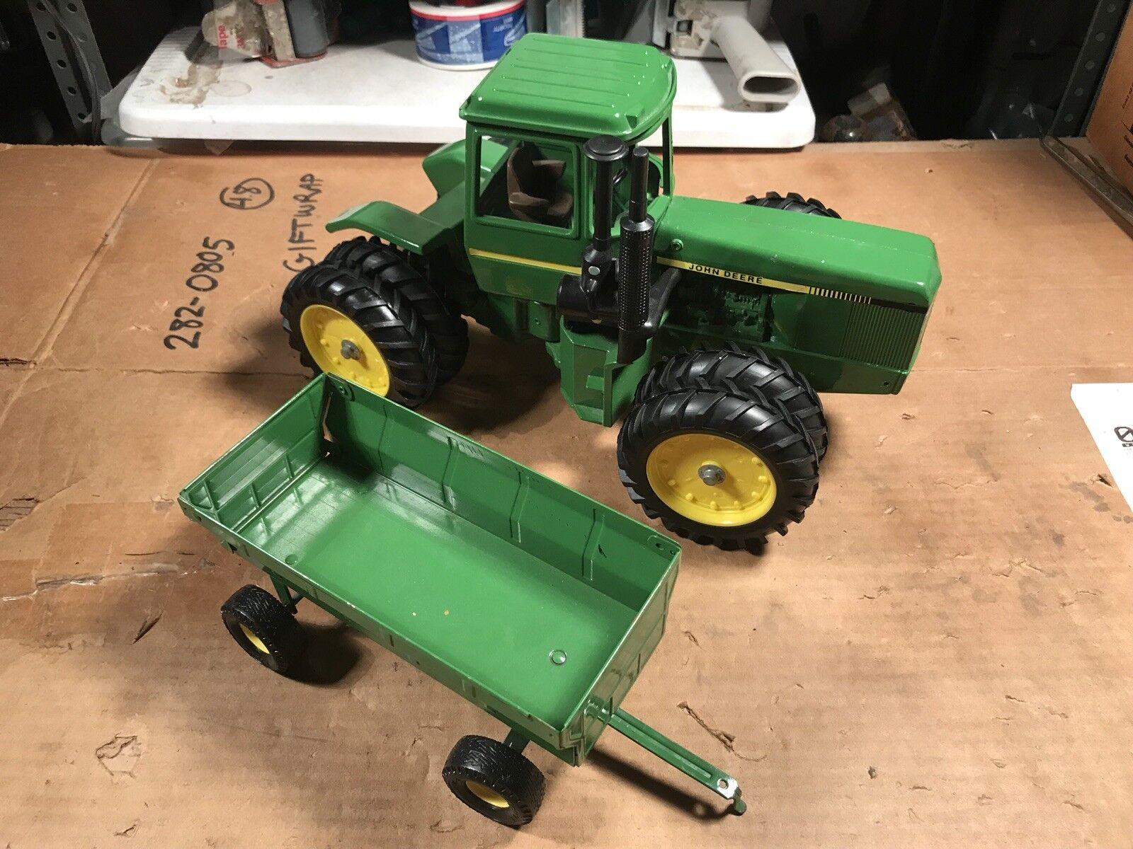 John Deere Ertl Juguete Tractor doblemente con remolque suavemente utilizado Muy Buen Estado
