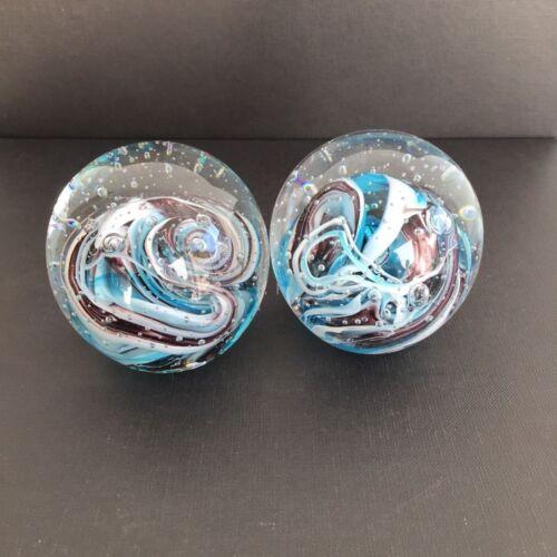 2 St Paperweight Briefbeschwerer Glas Kugel Glasdeko 7cm hell blau-weiß Set 1