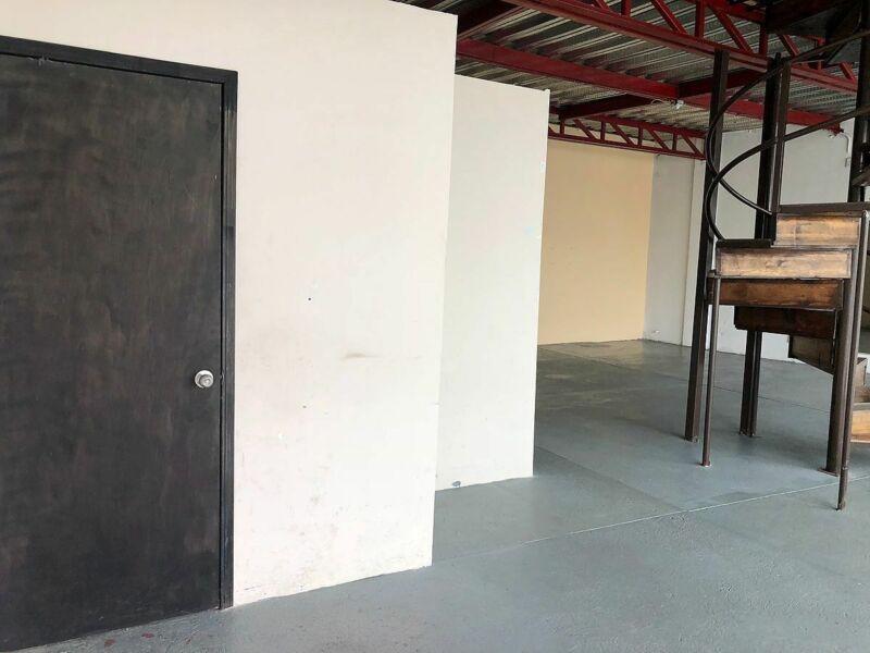 Amplio Local comercial con mezzanine en Renta