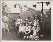 (F9451) Orig. Foto Personen u.a,  Kinder in einem Garten in der Stadt 1930, Somm
