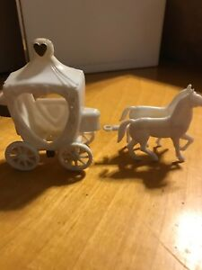 vintage-cake-topper-charm-spec-carriage-with-horses-GS3-10c