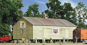 WALTHERS-CORNERSTONE-HO-SCALE-STORAGE-SHED-ON-PILINGS-KIT-933-3529