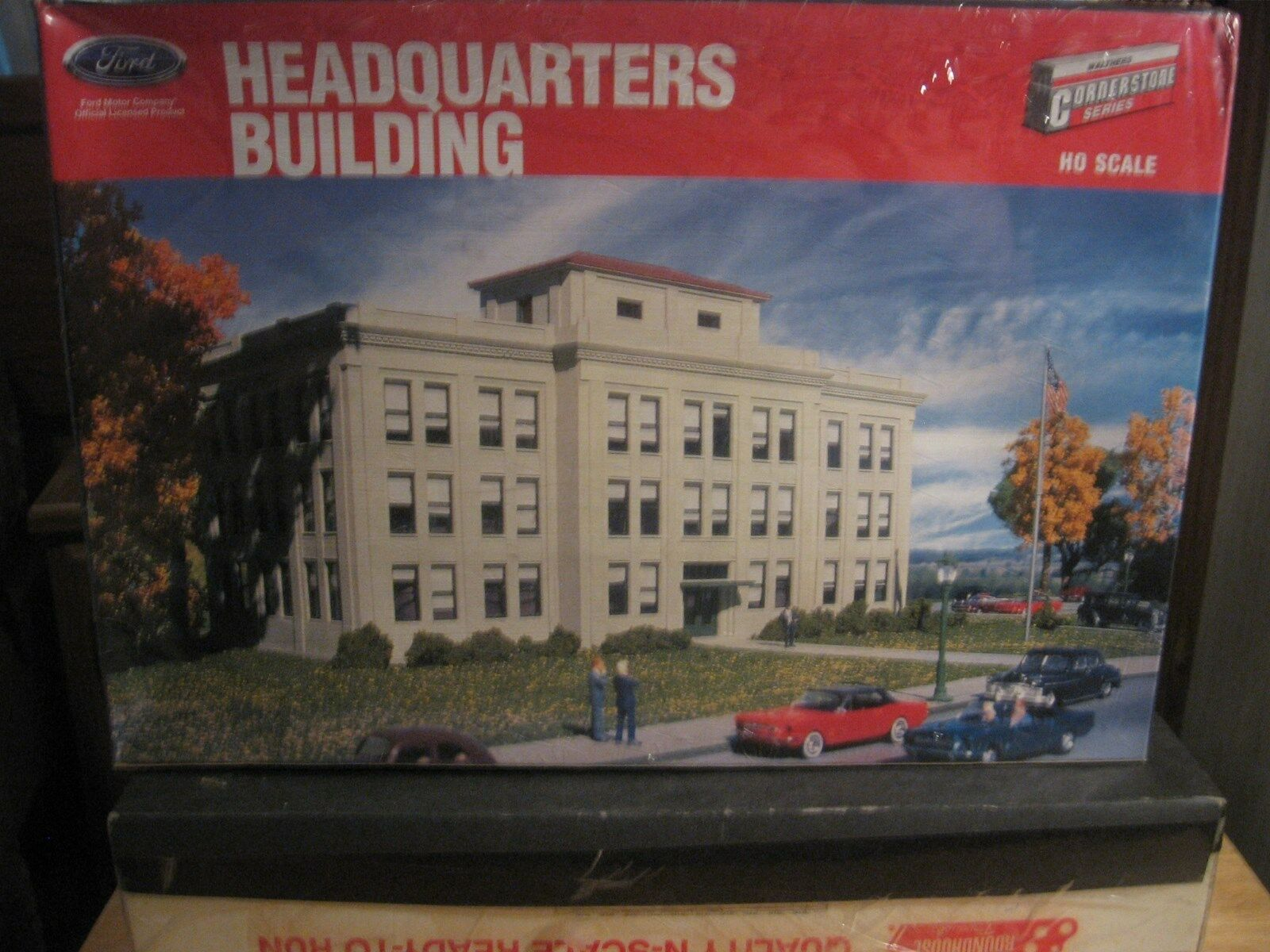 WALTHERS CORNERSTONE SERIES HO SCALE FORD HEADQUARTERS BUILDING