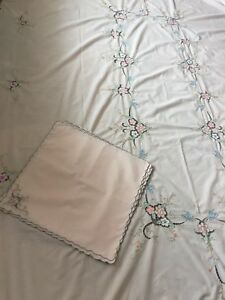 Tablecloth-And-Napkins-Set