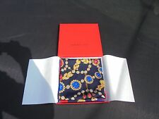 Foulard en soie Must de Cartier Paris , Scarf Cartier avec boite