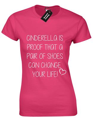 CINDERELLA es una prueba de un par de zapatos Damas Camiseta Lindo Diseño Impreso Eslogan