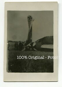 X5643-Foto-WK1-Fliegerei-abgestuerztes-deutsches-Flugzeug-Doppeldecker-Kennung