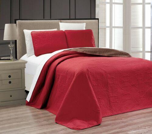 Embossed Medallion Bedspread//Quilt Set
