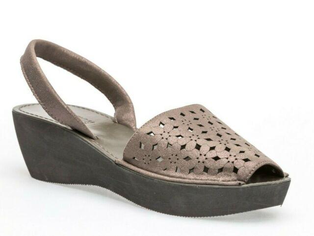 69c18328df6f Kenneth Cole Reaction Women s Fine Glass Platform Wedge Sandals Gray Size  6.5