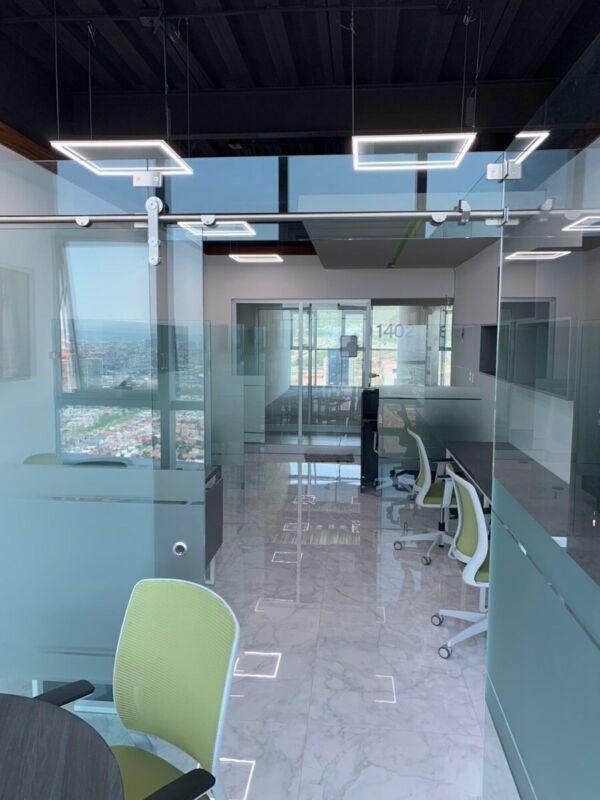 Estrena Oficina con mobiliario nuevo en Momentum