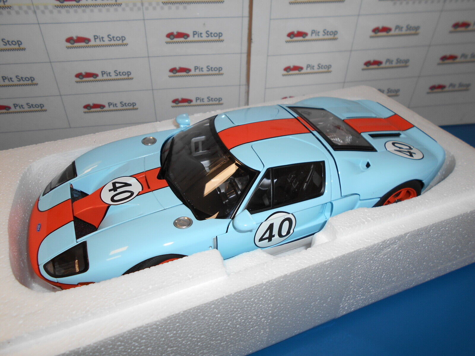 AA80513 by AUTOART Ford GT Gulf Livery  40 1 18