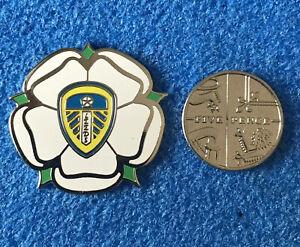 Stunning-Leeds-United-White-Rose-Pin-Badge