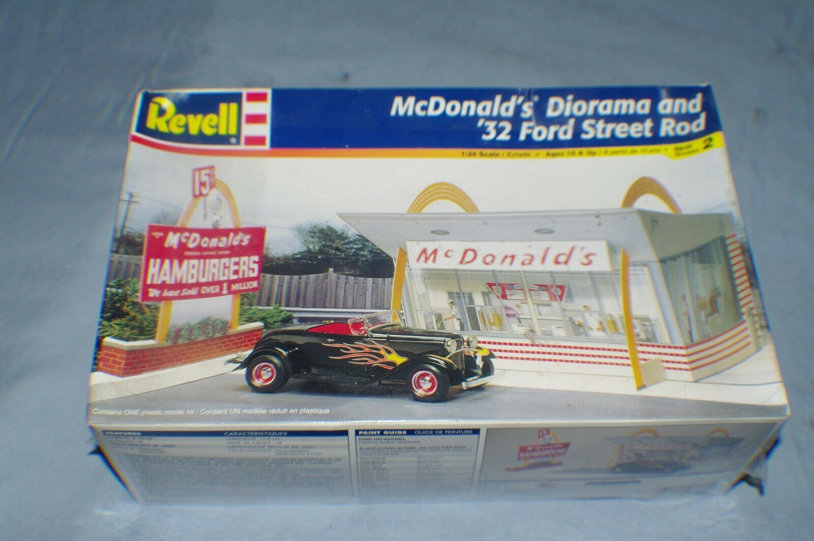 1 25TH SCALE '32 FORD STREET ROD MCDONALDS DIORAMA MODEL KIT SEALED