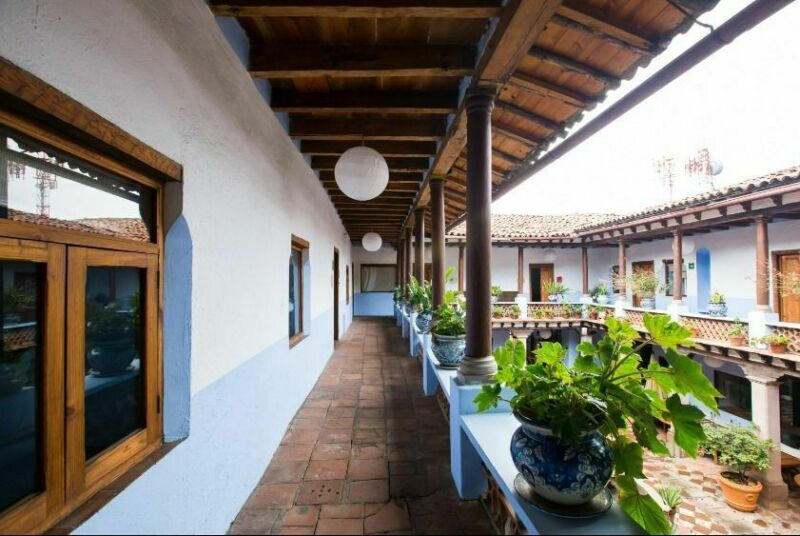 HOTEL EN PRIMER CUADRO DEL CENTRO DE VALLE DE BRAVO EN VENTA