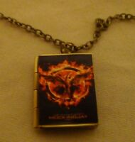 Suzanne Collins Hunger Games Mockingjay Book Charm Locket Necklace Katniss Everd
