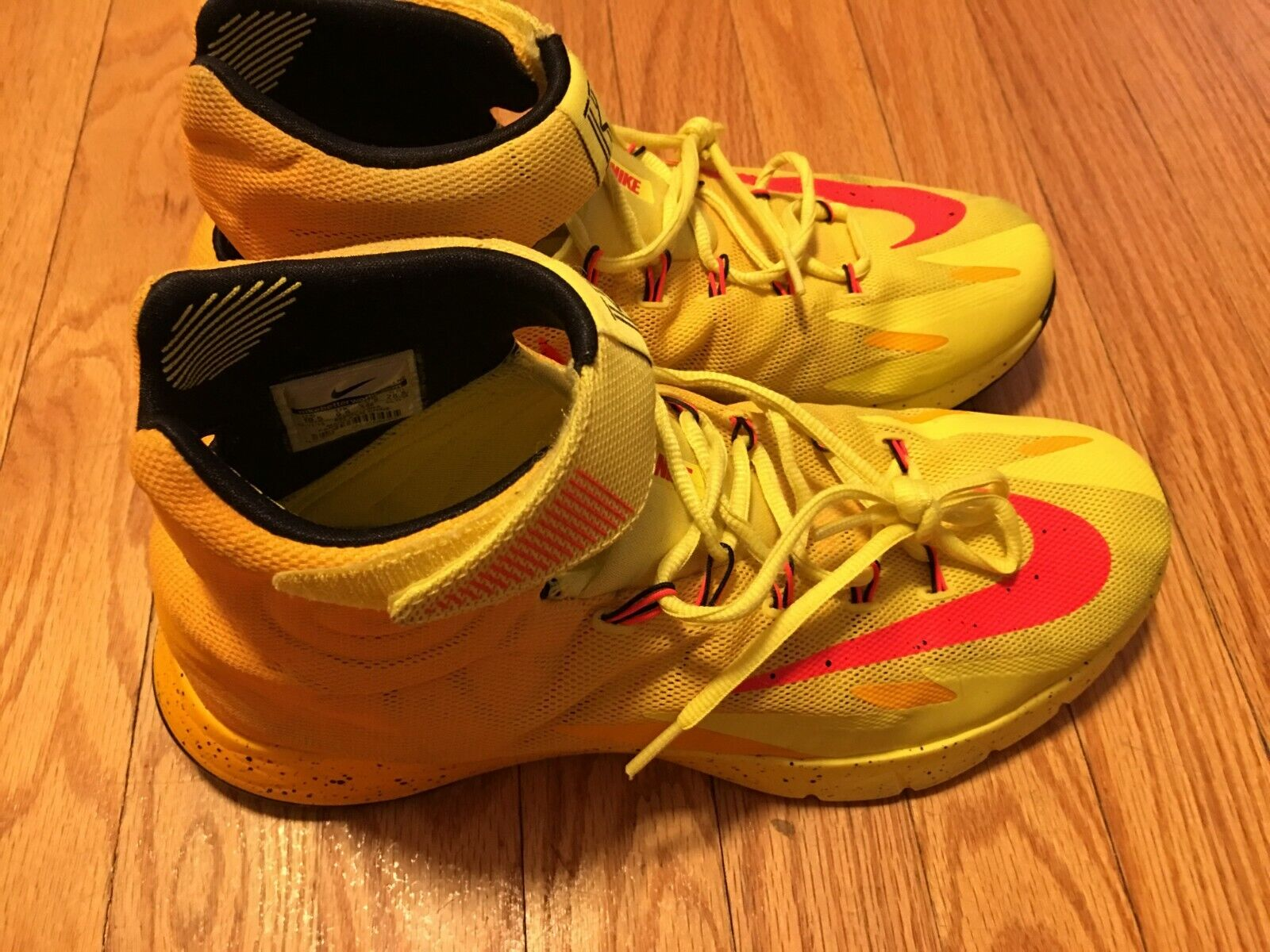 Nike hyperrev OG 2014 Kyrie Irving PE Yellow Red gold USED slightly dirty