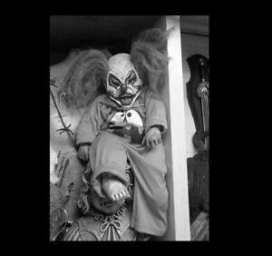 Vintage-Creepy-Clown-Evil-Grin-PHOTO-Freak-Scary-Child-Weird-Doll-Strange-Smile