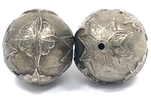2 Silver Colored Asian Themed Pendant Bead ~ Pewter Metal ~ Round Bead ~ 21mm