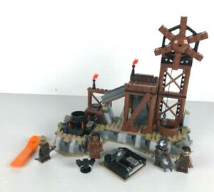 LEGO-9476-LORD-OF-THE-RINGS-THE-ORC-FORGE-complet-NO-instruction-2012