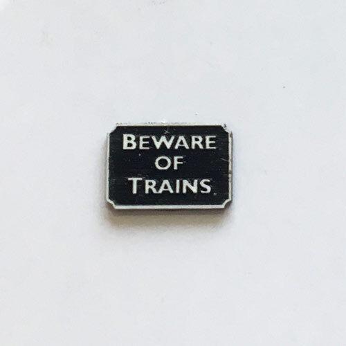 """PACK OF 6 """"BEWARE OF TRAINS"""" SIGNS OO GAUGE MODEL RAILWAY OO SCALE LX094-OO"""