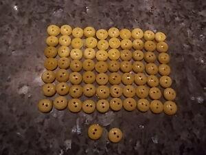beau-de-mercerie-lot-de-72-petit-boutons-anciens-jaune-nacre-diametre-1-cm