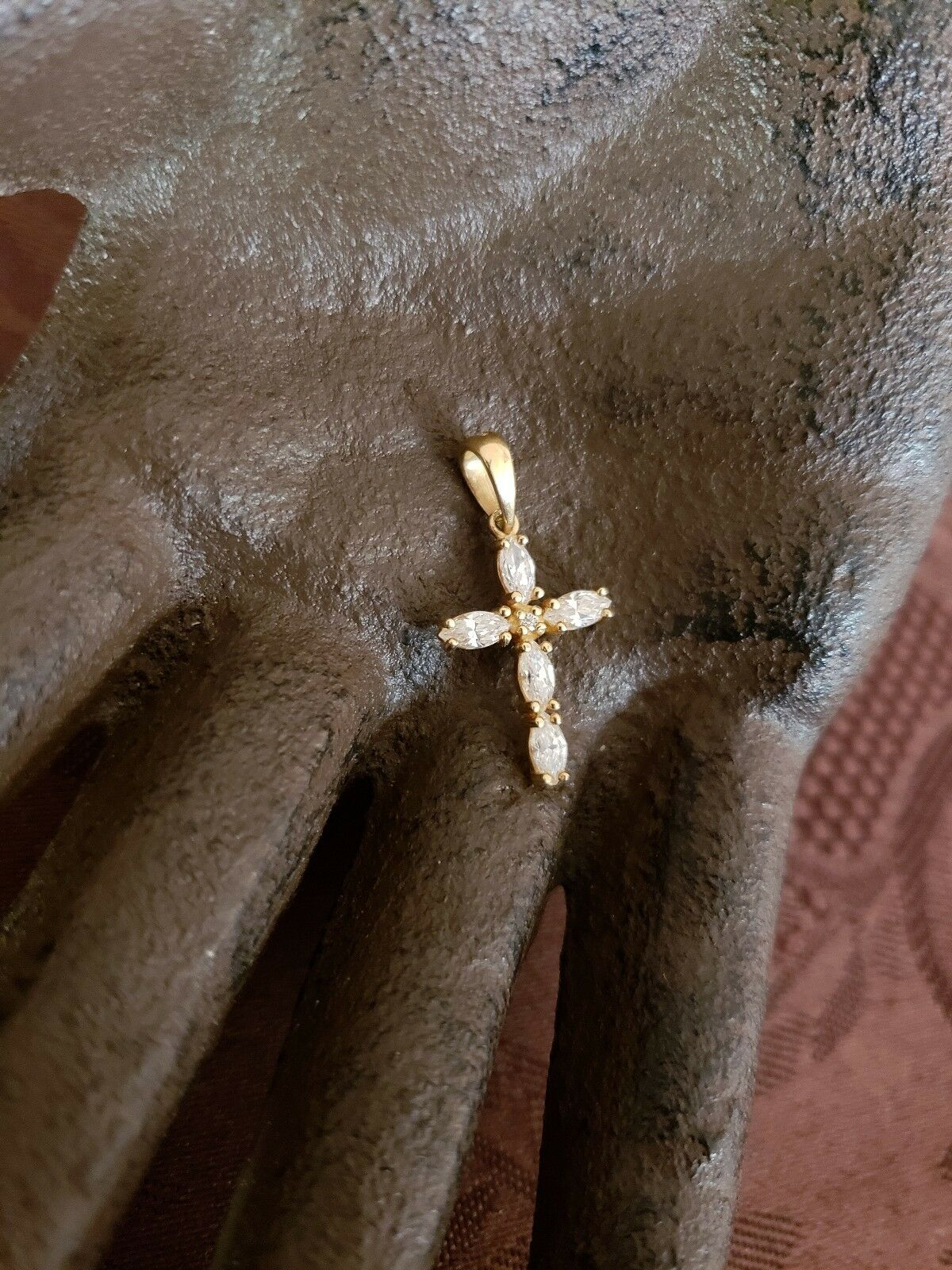VINTAGE 14K YELLOW gold AND CLEAR STONES RELIGIOUS CROSS PENDANT