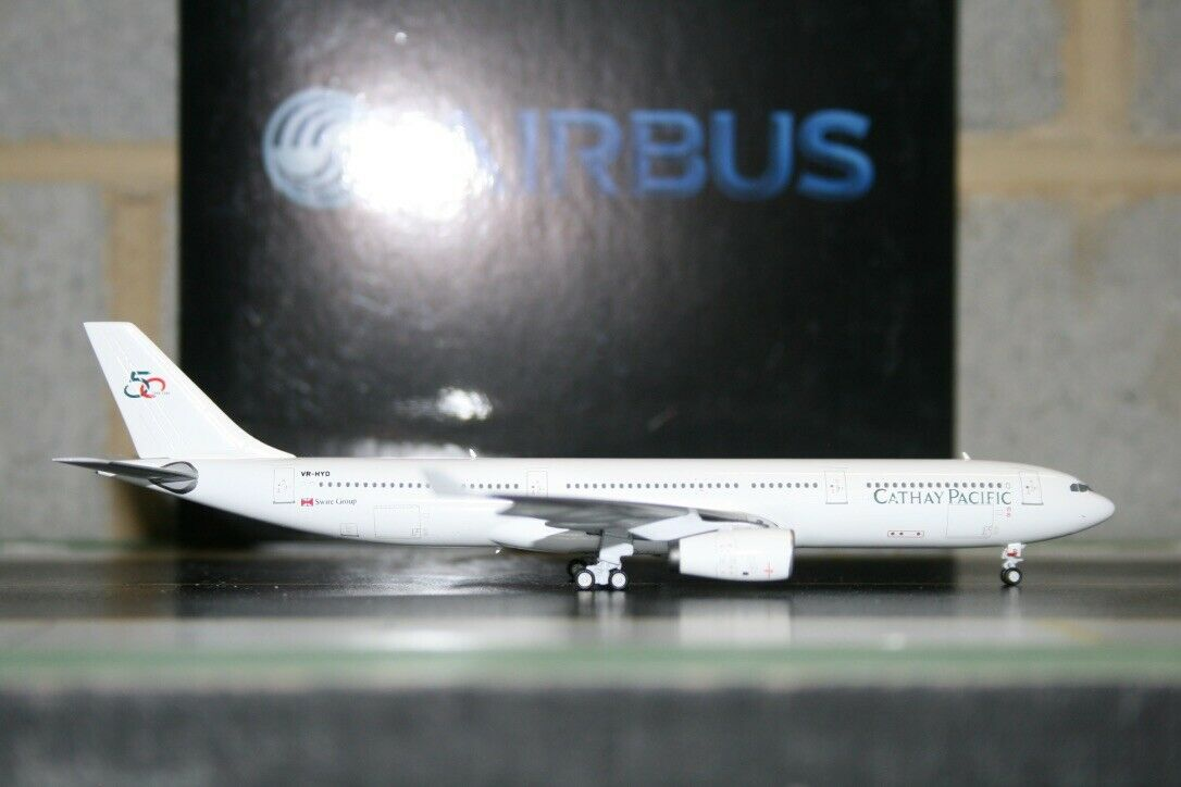 Panda Model 1 400 Cathay Pacific Airbus A330-300 VR-HYD (PM-VR-HYD) Model Plane