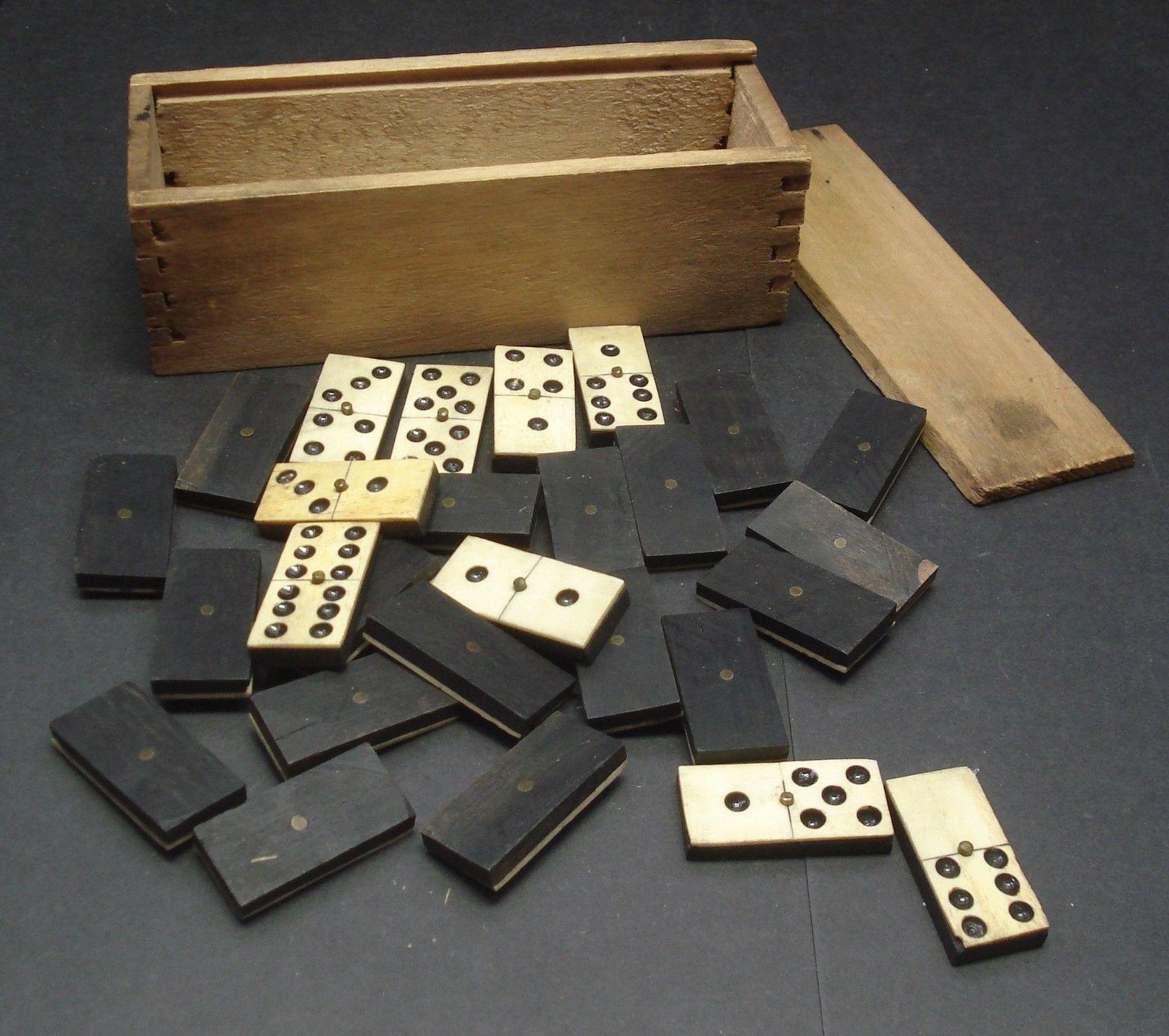 Antiguo Vintage Ébano & Bone Dominos - 30-en Caja De Madera Circa década de 1900