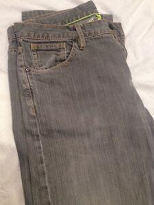 Washed Taille Livraison Unis gratuite Stone Dkny aux 34l Etats couleur grise Jeans IUT1X