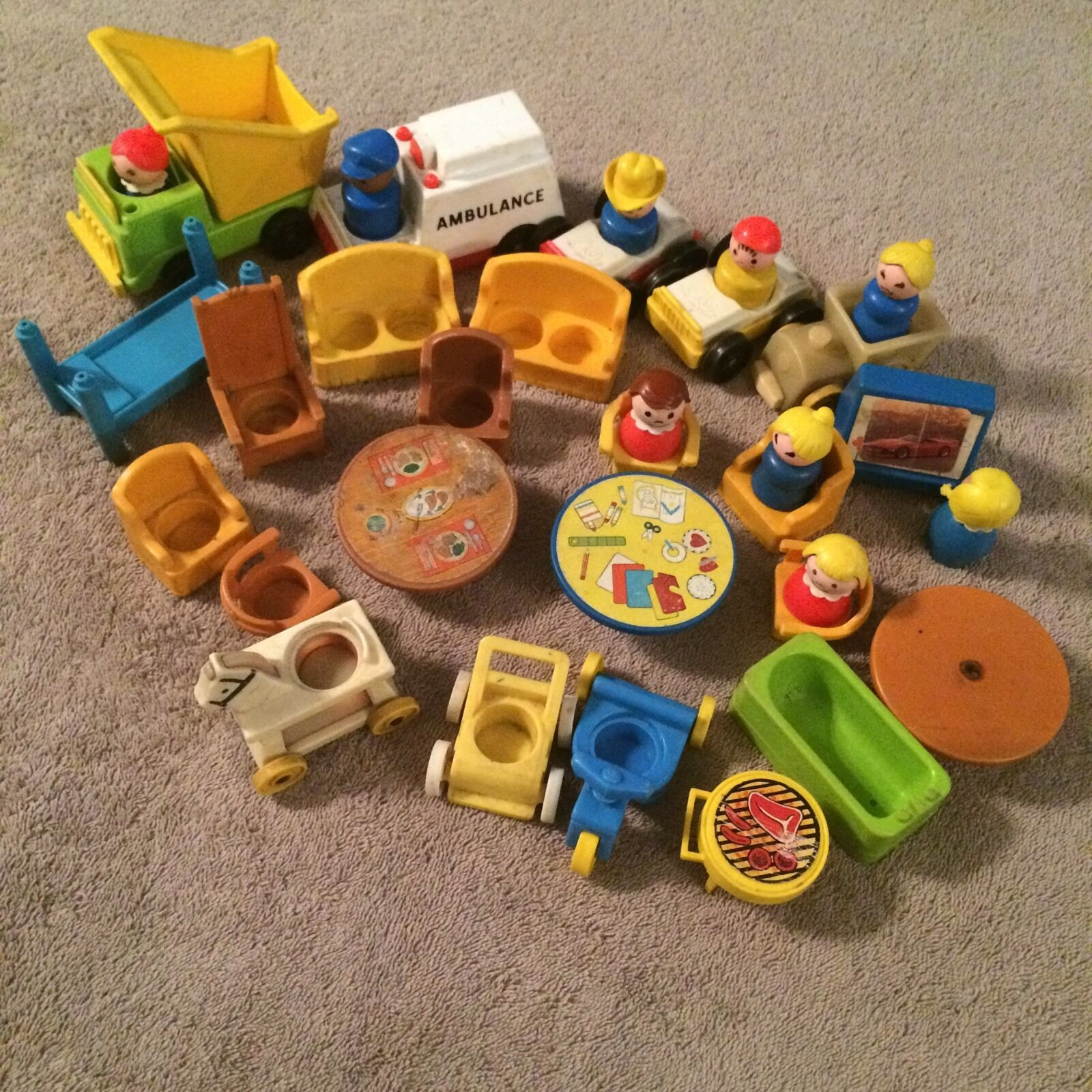 •• Mixed Lot Vintage Wood & Plastic Fisher Price Little People Cars Furniture