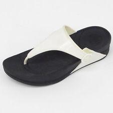 GENUINE WOMENS FITFLOP WALKSTAR RUBBER BLACK/WHITE SOLID TOE POST (B300)