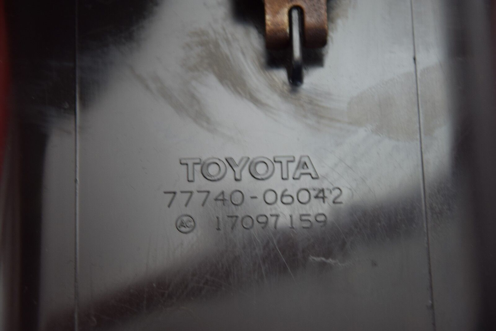 BT 96-98 TOYOTA CAMRY CHARCOAL CANISTER ASSEMBLY WITH VSV  2.2 4 CYL 7774006042