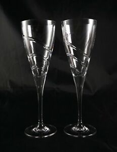 Pair-of-Tall-Elegant-Lead-Crystal-glasses-wine-champagne-prosecco-spiral-cut