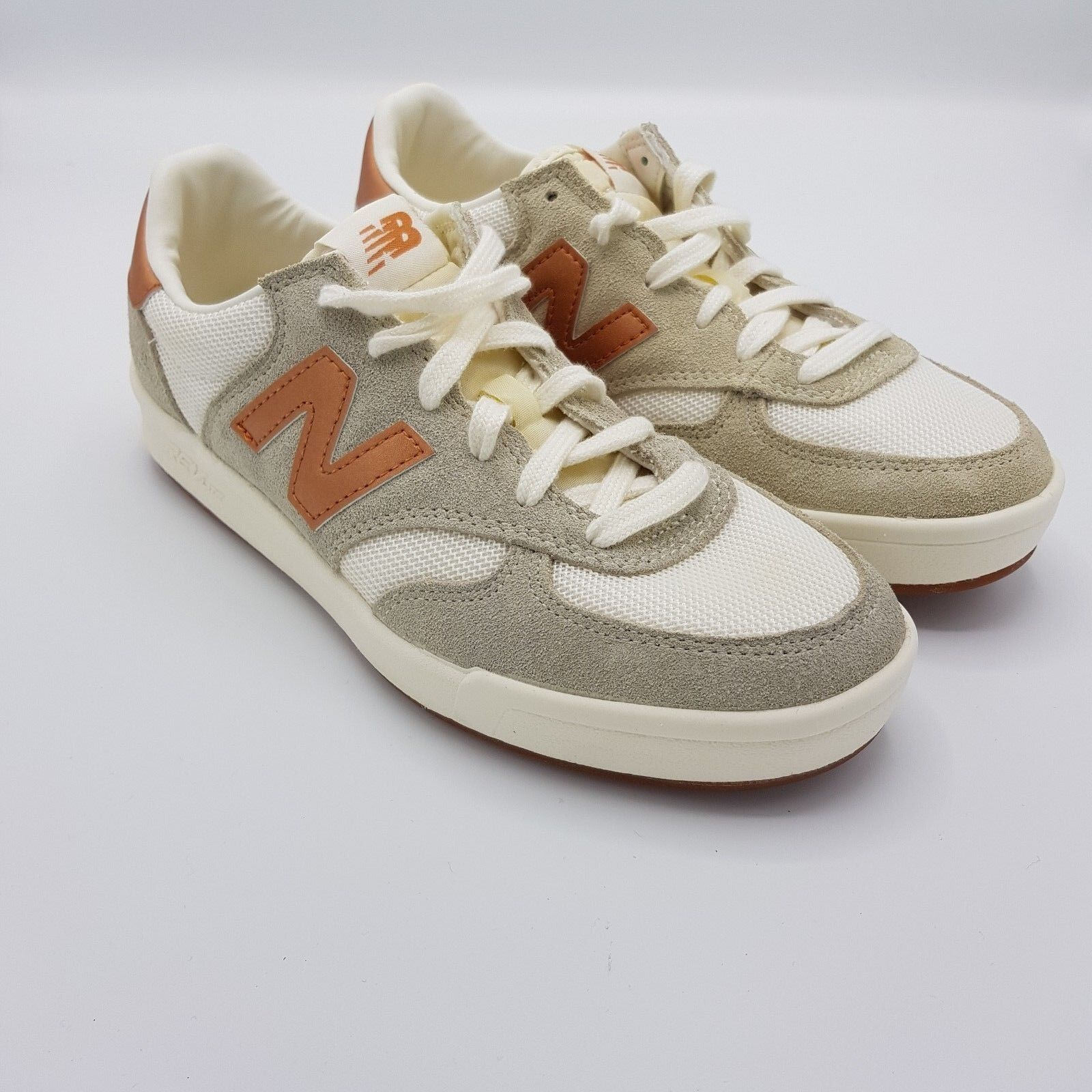 New Balance WRT300MA Damen Damen Damen Schuhe Sneakers Beige / Weiß 825838