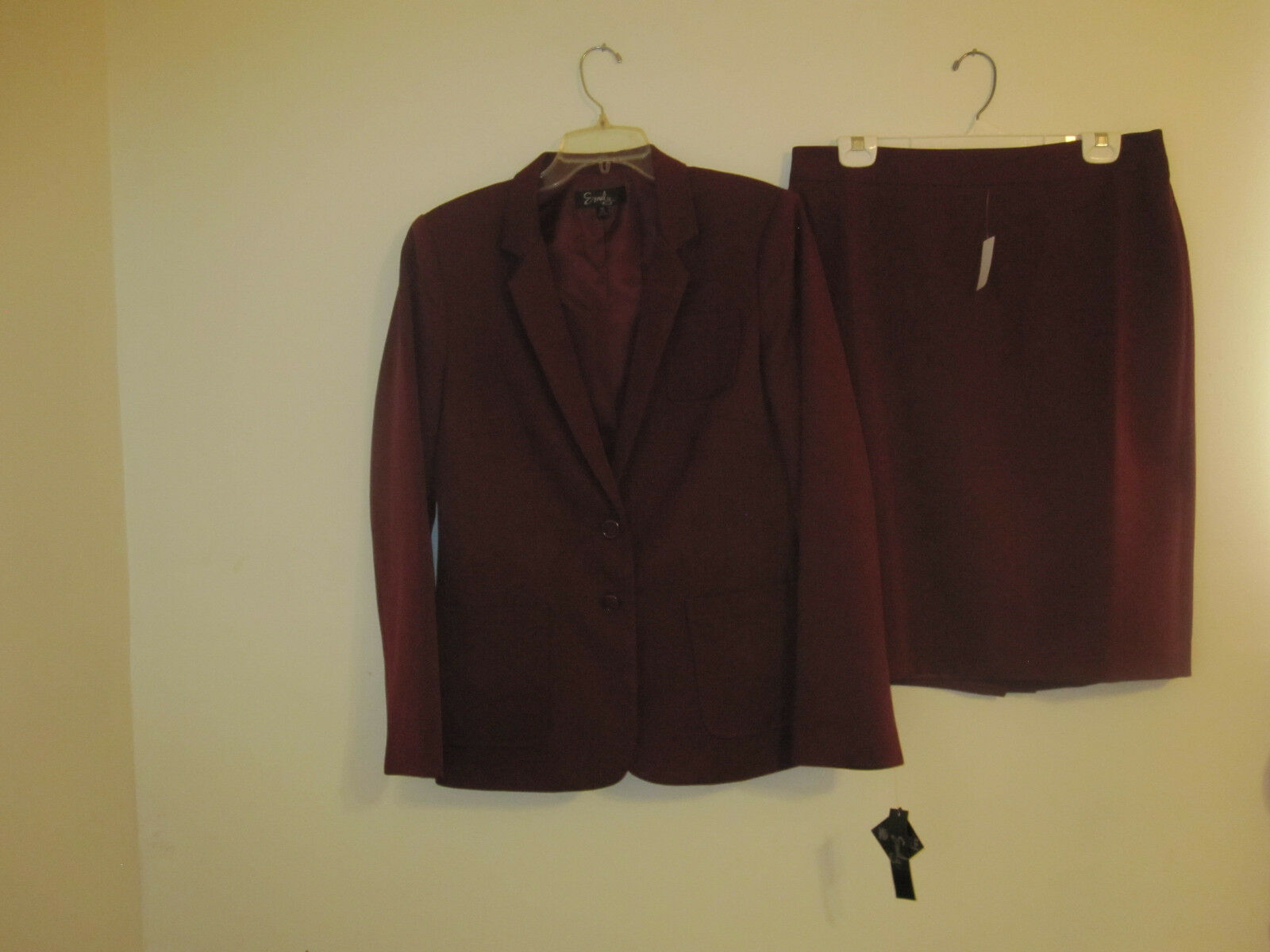Emily Womens Ruby Red Skirt Suit Size 10 New MSRP  200.00