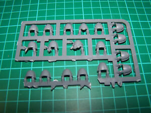 18-Space-Marine-Primaris-Intercessors-Shoulder-Pads-bits