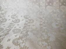 N°2 Superbe coupon de tissu ancien lumineux  lampas soie? blanc créme 1 mètre 35