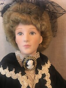 Effanbee-Doll-17-034-Victorian-Woman-Porcelain-Gorgeous-Outfit-w-Cameo-Vintage