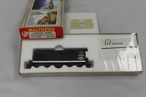 CH Walthers 932-1315 New York Central H12-44 #8305 Diesel Locomotive
