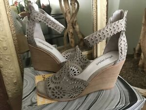 Jeffrey-Campbell-Del-Sol-Womens-Grey-Suede-Wedge-Sandals-9-5M-MSRP-150
