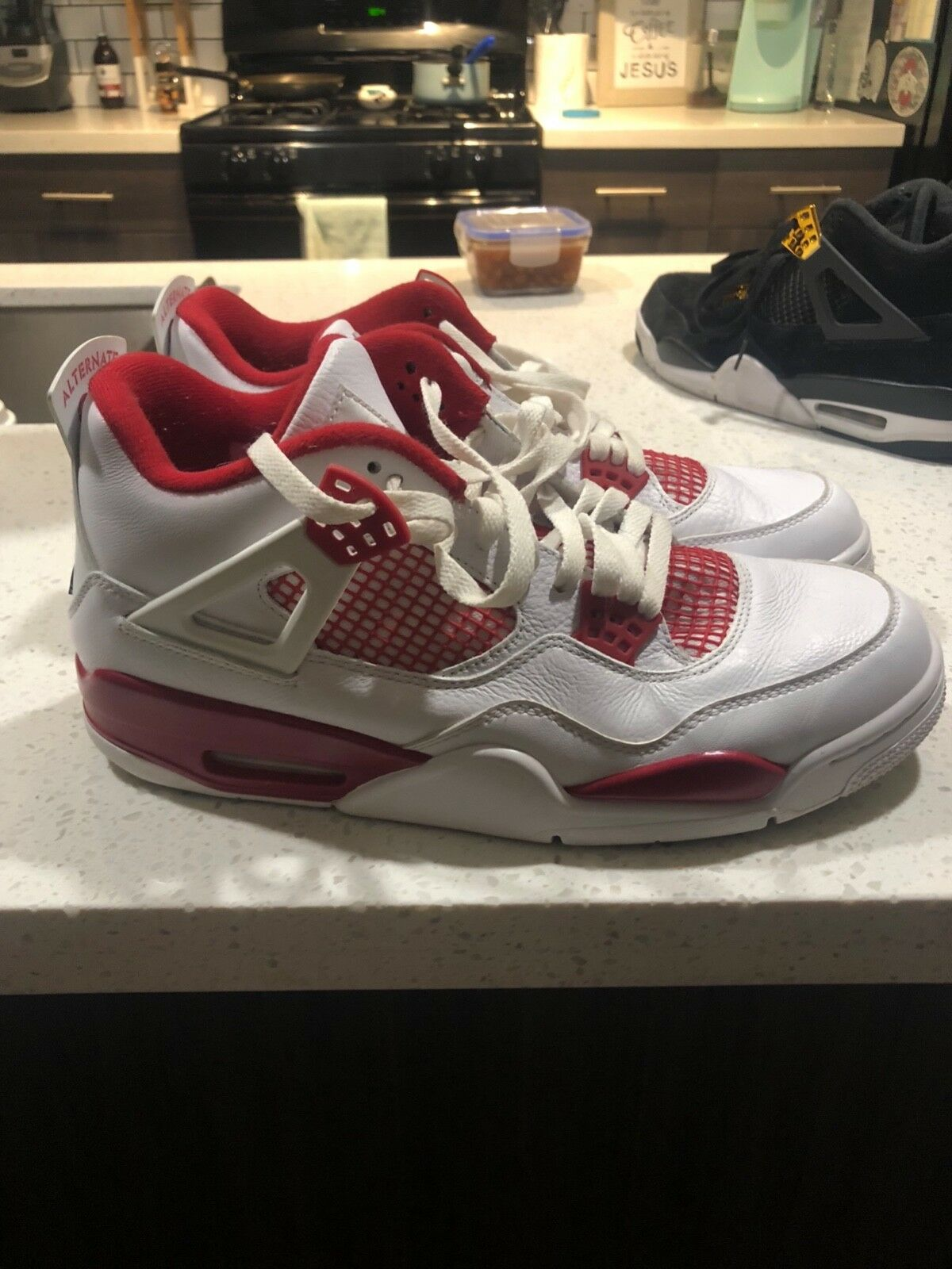 Sneakers Jordan's 4s Nike size 11 good condition slightly warn