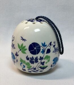 Vintage Heart Shaped Porcelain Blue /& White Potpourri Holder Trinket Box Non Food Use