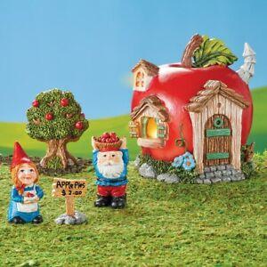 4-Piece-Solar-Lighted-Gnomes-Baking-Apple-Pies-House-Garden-Statue-Set