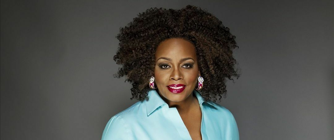 Dianne Reeves with Peter Martin, Romero Lubambo, Reginald Veal, and Terreon Gully