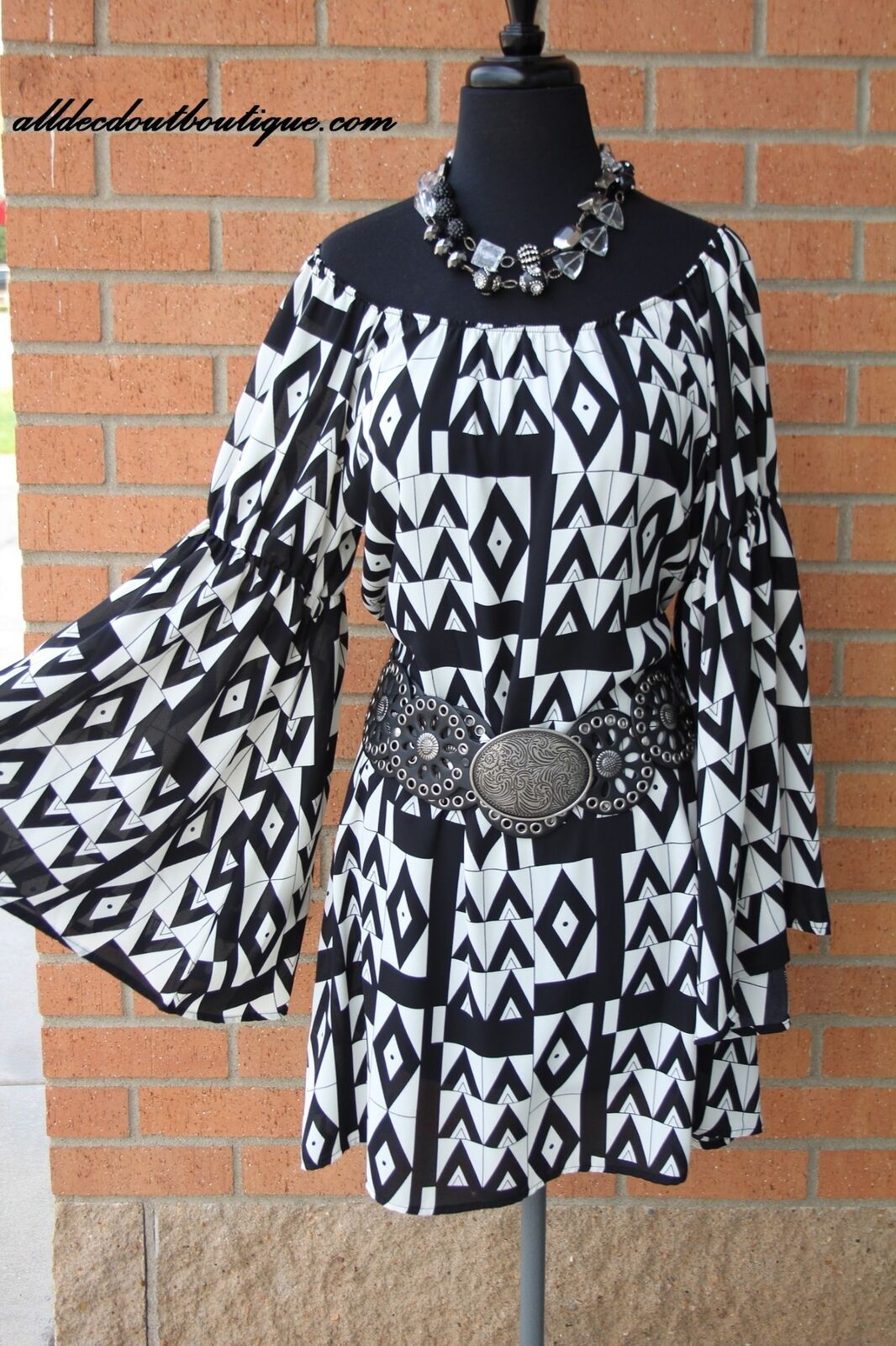 2 Tee Couture   Geometric Print Dress with Flare Sleeve