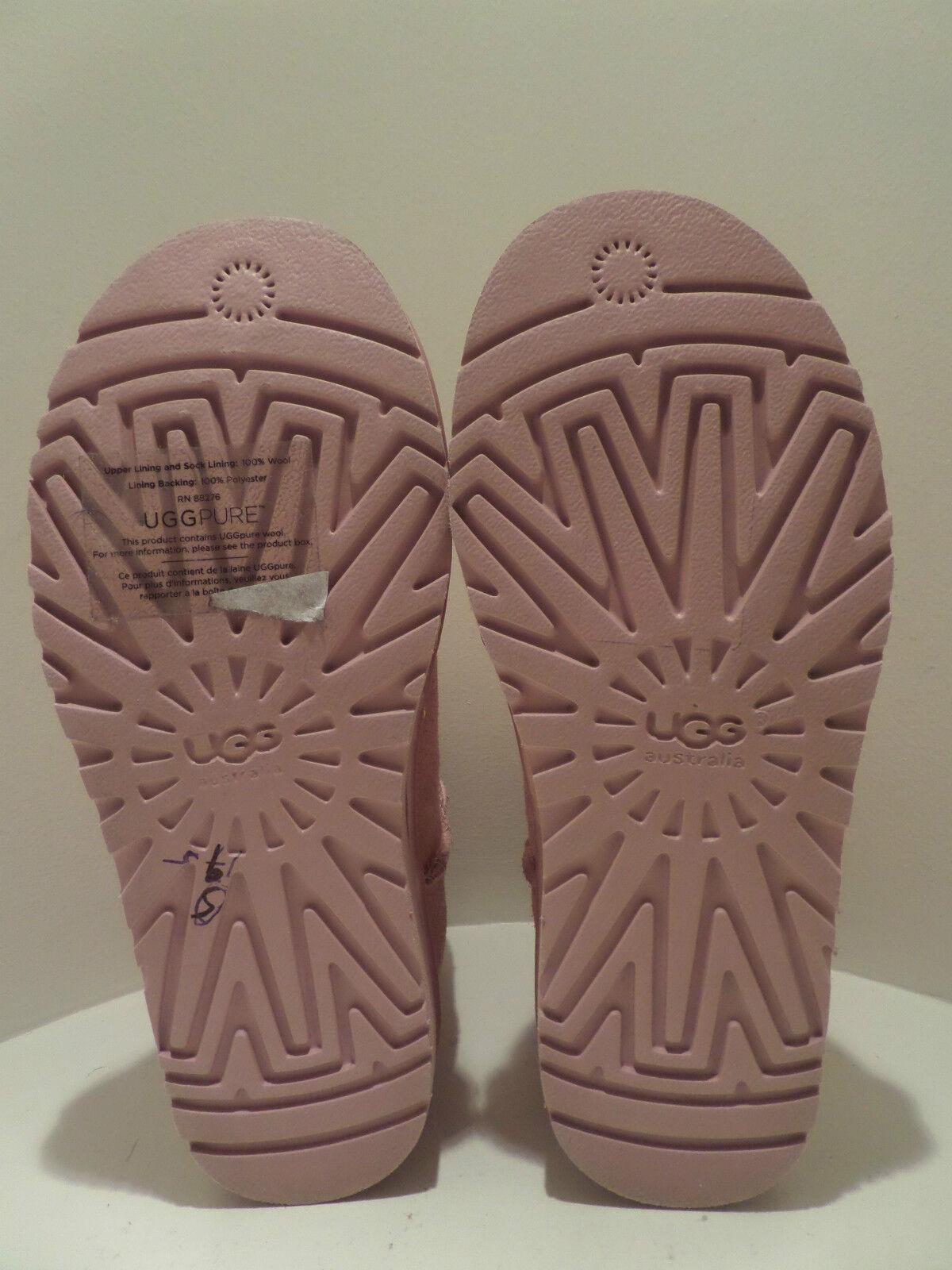 e3d0b7f66b6 UGG Ausztrália Mini SWAROVSKI® 19060 Crystal SWAROVSKI® BOW BOOTS ...