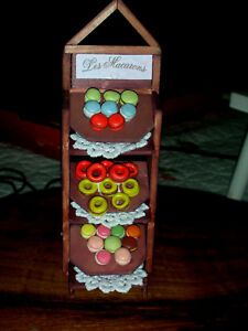 aufwendiges-Macaron-Regal-Conditorei-Backwaren-Puppenstube-Catrichen